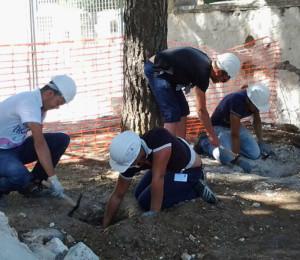 Operai-un-cantiere-della-Scuola-edile-1-300x260
