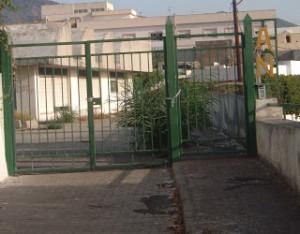 l'ingresso dell'ex asilo nido di via San Giorgio