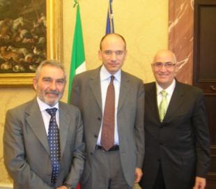 Una foto di qualche anno fa quando Enrico Letta era vicepresidente del Consiglio con Saverio Merlino e Michele Giacomantonio