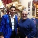 Alberto Urso con mr. Taylor, uno stilista australiano
