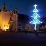 A Santa Marina un bell'albero illuminato in piazza