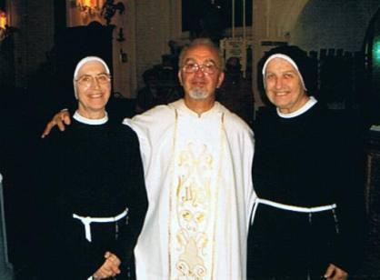 da sin. suor Liliana, don Gaetano Sardella e suor Floriana
