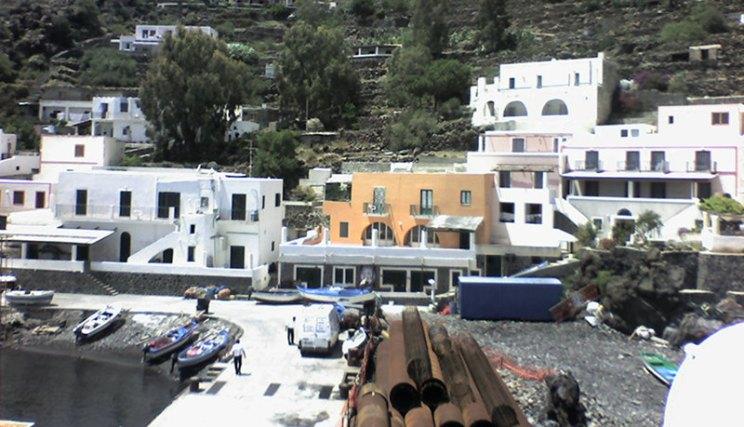 Il piccolo porto di Alicudi