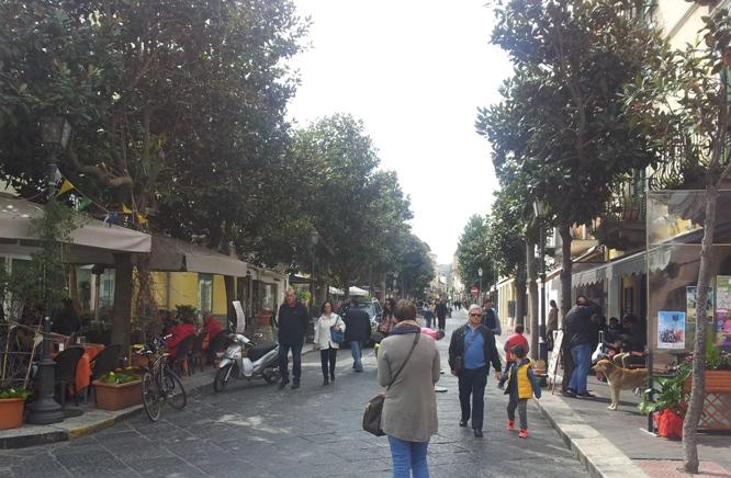 Toponomastica a Lipari : la particolarità dei vicoli esposta da un giovane