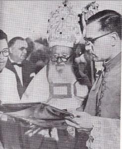 Mons. Re con un giovanissimo padre Alfredo Adornato