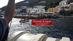 trasporto barca rollo a banchina alicudi