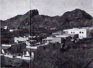 Nel paesaggio di Vulcano le nuove villette sono venute a mutarne le caratteristiche. Le costruzioni sono tutte nell'inconfondibile stile eoliano, corpo basso, tetto piatto, porticato e scalette esterne.
