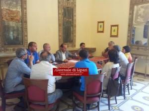 Il sindaco Giorgianni con alcuni consiglieri di maggioranza e opposizione nel pomeriggio al Comune: si va verso una manifestazione di protesta con forti prese di posizione ?