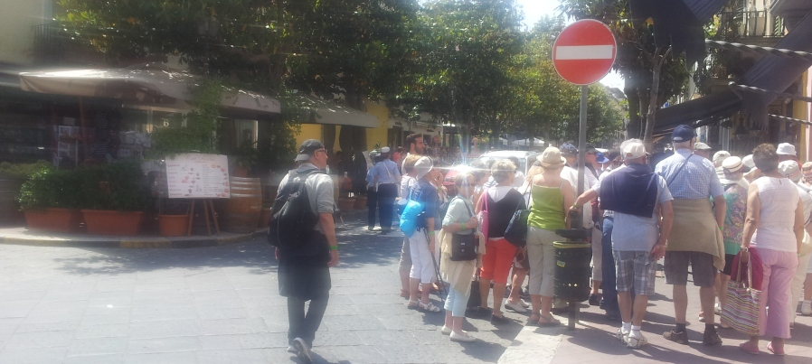 turisti isola pedonale