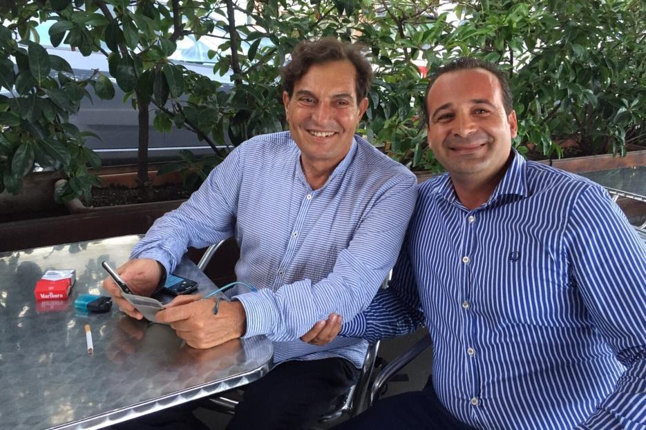il presidente Rosario Crocetta scarica la app, con lui l'AD di Siremar CdI, Anselmo Taranto