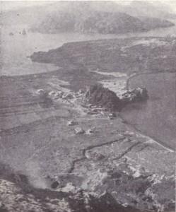 l'istmo che unisce Vulcano a vulcanello, sullo sfondo Lipari