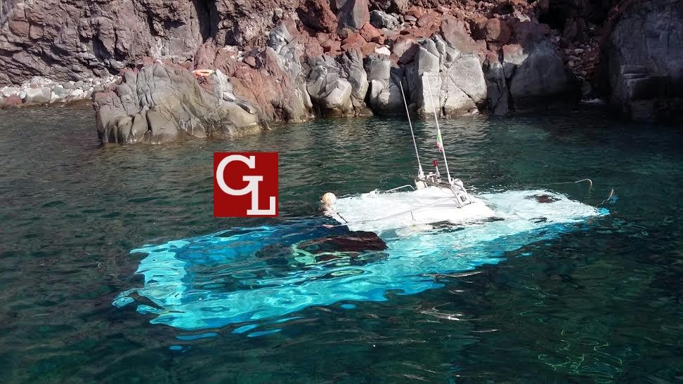 barca pesca affondata