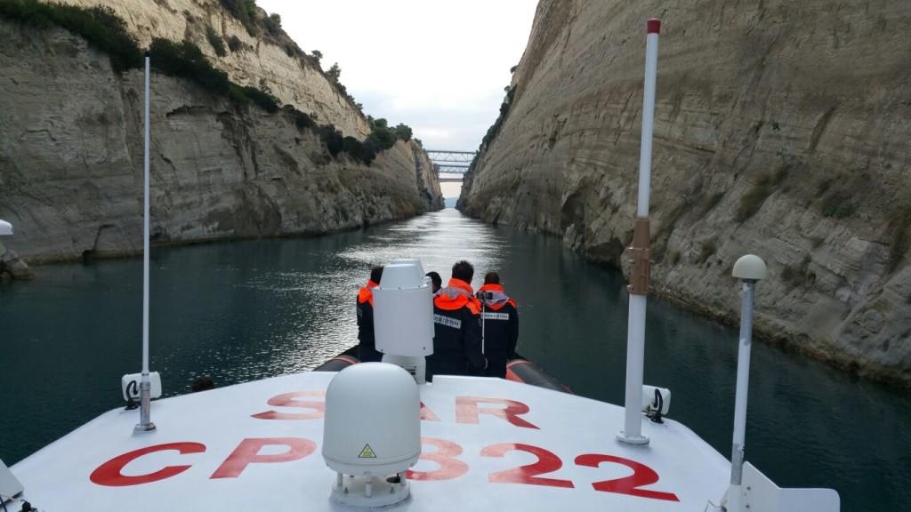 La Cp 322 attraversa lo stretto di Corinto
