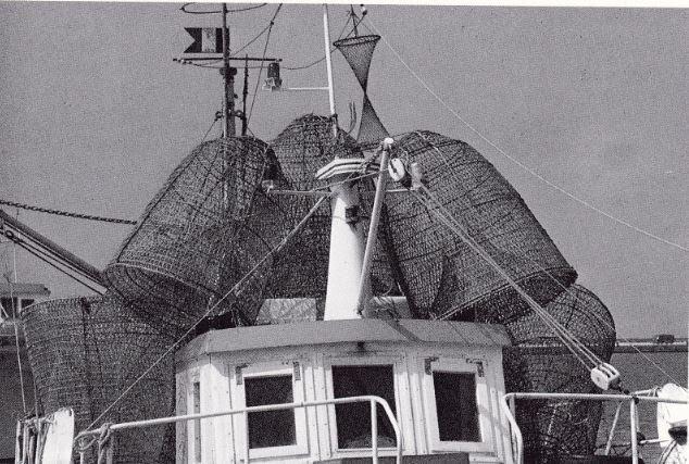 """Da """"Civiltà del lavoro sul mare"""", grandi nasse impiegate nella pesca alla posta di crostacei e pesci di scoglio."""