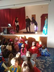 """Carnevale nella palestra scolastica di Vulcano con animazione """" Boom Boom"""""""