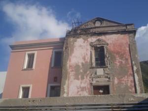 la chiesa di Ginostra da recuperare come altre alle Eolie