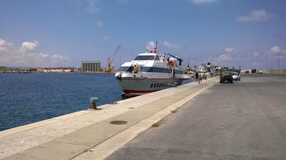l'aliscafo Eraclide di Ustica Lines nel porto di Vibo Marina