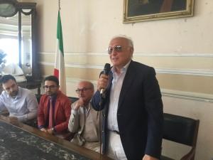 l'armatore Lombardo a Riposto nella conferenza di presentazione del servizio - foto gazzettinonline.it