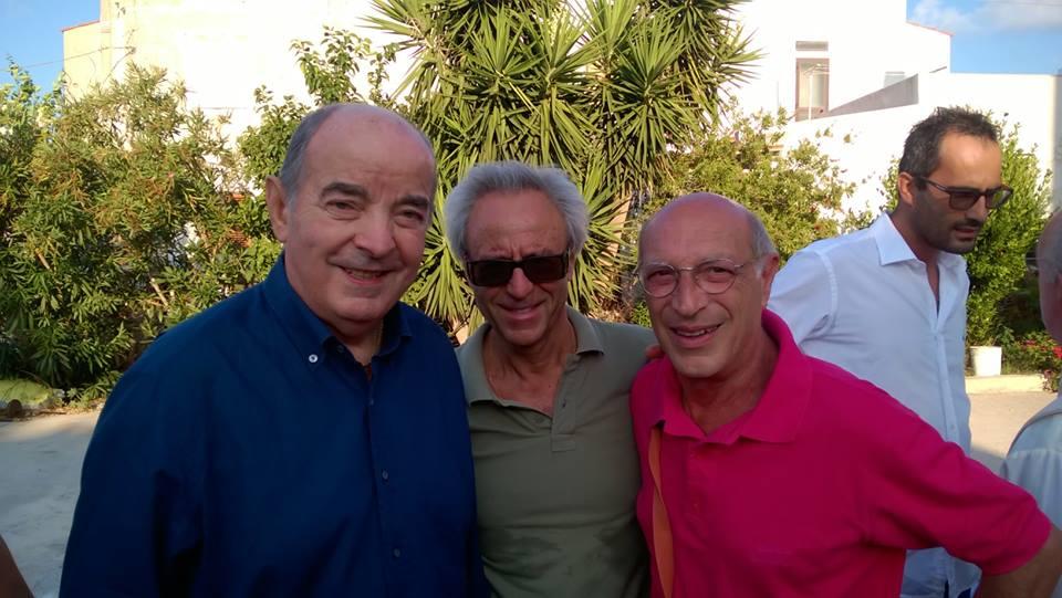 Mario Corso con due tifosissimi nerazzurri ( al centro lo scatenato Pino Di Giovanni)