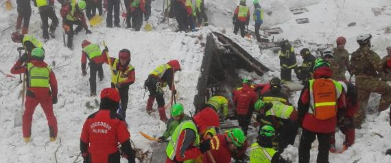 The handout photo made available by the Italian Mountain Rescue Service 'Soccorso Alpino' shows Soccorso Alpino volunteers and rescuers at work in the area of the hotel Rigopiano in Farindola, Abruzzo region, Italy, 22 January 2017. Four days after the 18 January huge avalanche that swept away the hotel Rigopiano, in the Abruzzo region, search crews are intensifying their round-the-clock operation, fighting against the clock and deteriorating weather conditions including fresh snowfall and freezing temperatures. Five people was killed in the disaster, 11 survived, while 23 are still missing. ANSA/ SOCCORSO ALPINO +++ ANSA PROVIDES ACCESS TO THIS HANDOUT PHOTO TO BE USED SOLELY TO ILLUSTRATE NEWS REPORTING OR COMMENTARY ON THE FACTS OR EVENTS DEPICTED IN THIS IMAGE; NO ARCHIVING; NO LICENSING +++