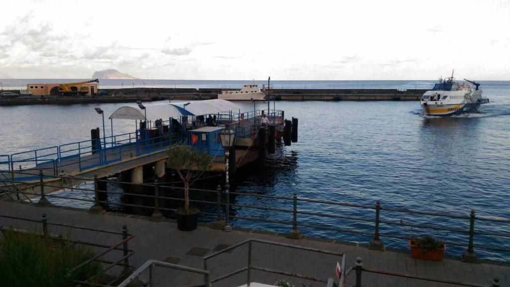 Il porto di Santa Marina Salina