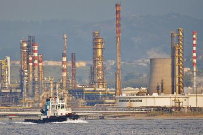"""La """"rivoluzione verde"""" arrivi anche a Milazzo: appello al governo per la """"decarbonizzazione"""" della Raffineria"""