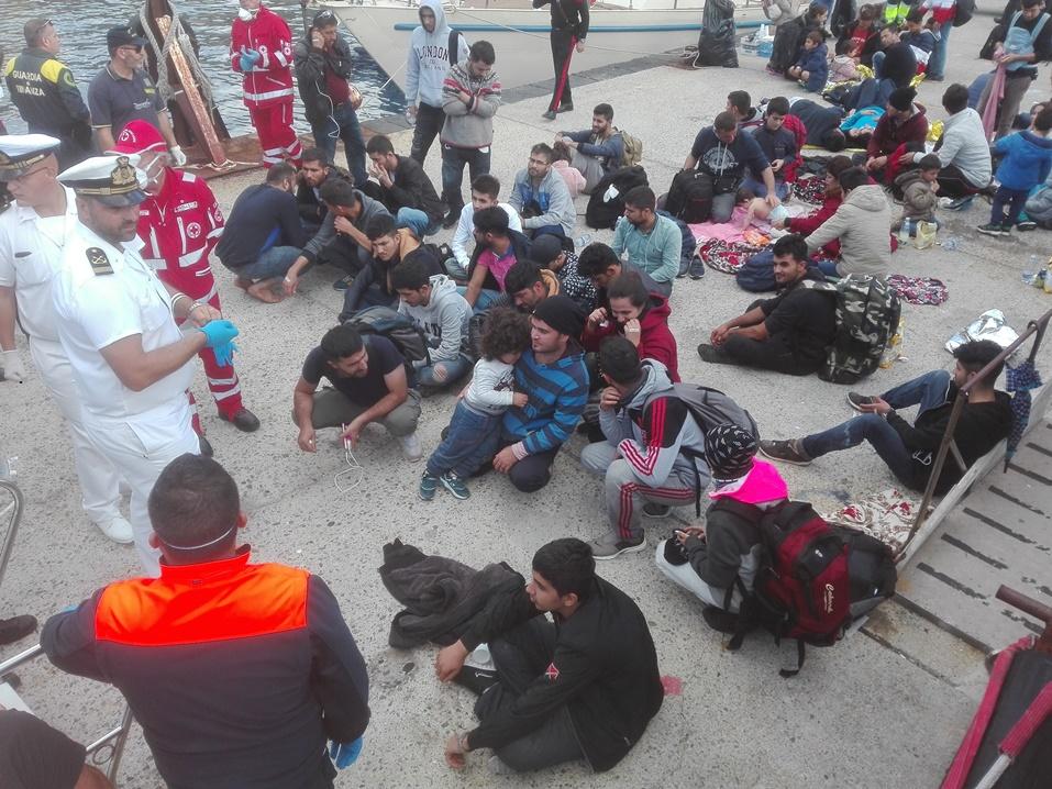 i migranti a porto pignataro