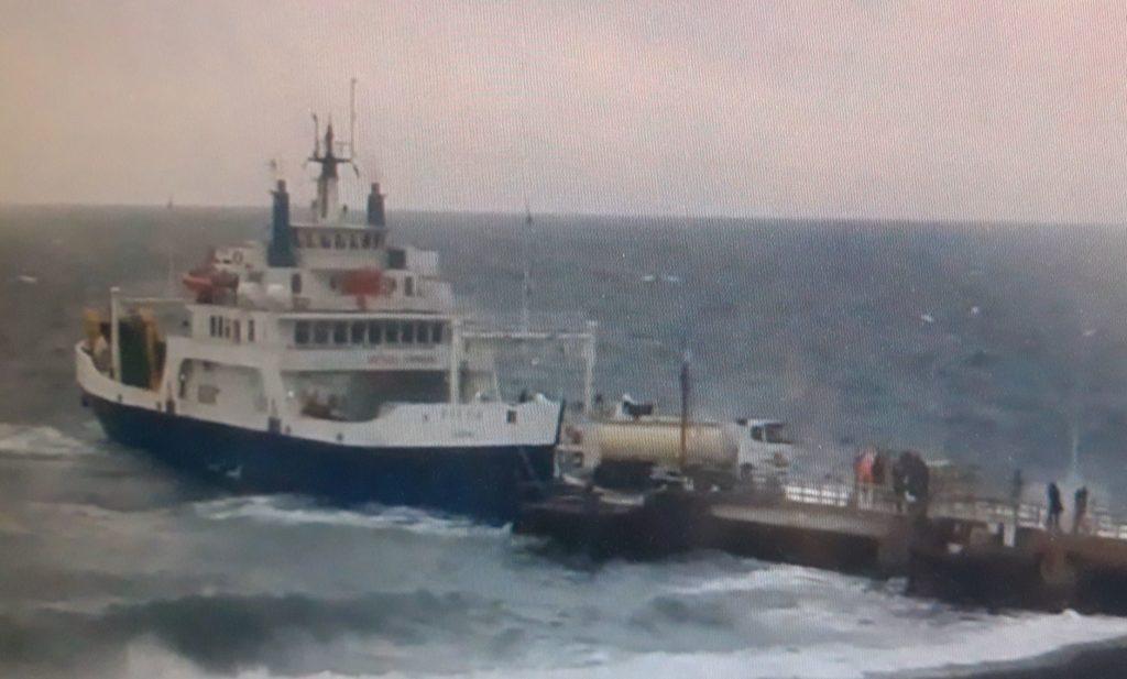 Difficoltà per la nave Ngi a Stromboli ma collegamento assicurato