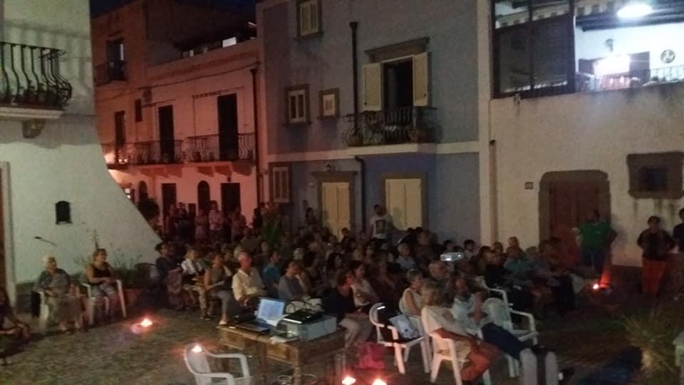 """Cinema """"Sup'a Terra"""": stasera il film documentario """" Scuola in mezzo al mare"""" 2"""