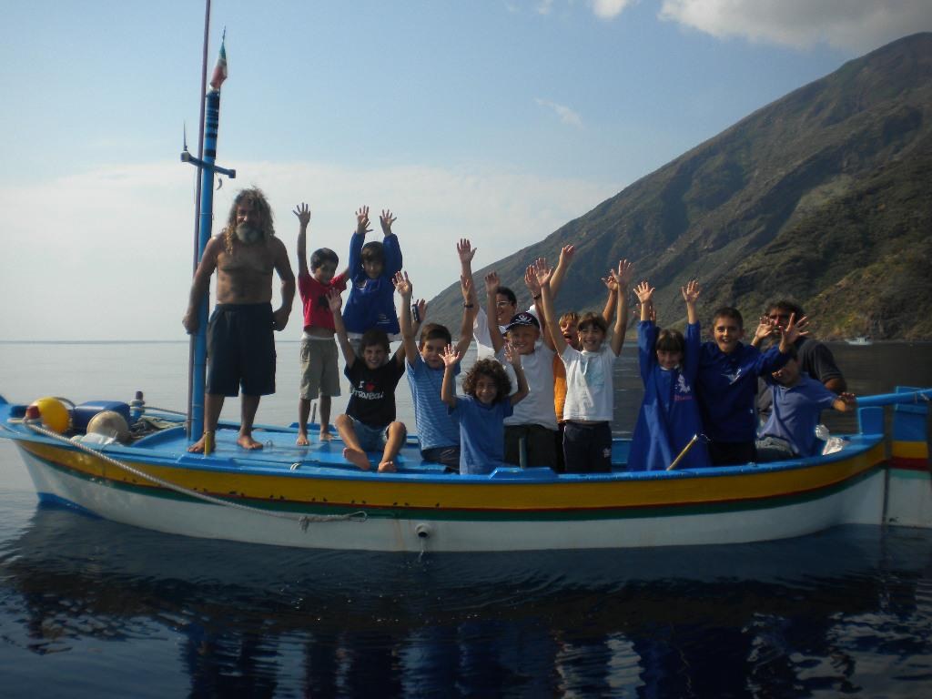 scuola in mezzo mare