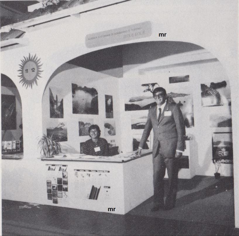 kkk la sicilia in vetrina Palermo expo vacanze 1982 Eolie nella foto Lucio Costanzo.