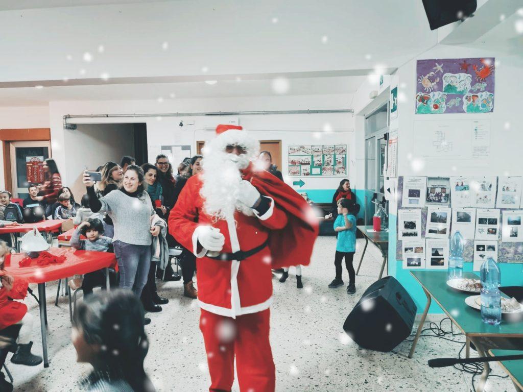 Bella festa natalizia a Quattropani per i bambini