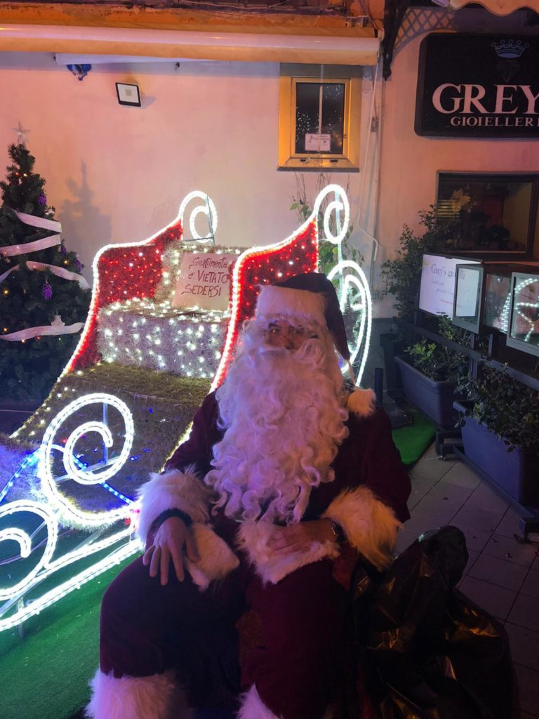 E Babbo Natale arrivò al corso per la gioia di tanti bambini