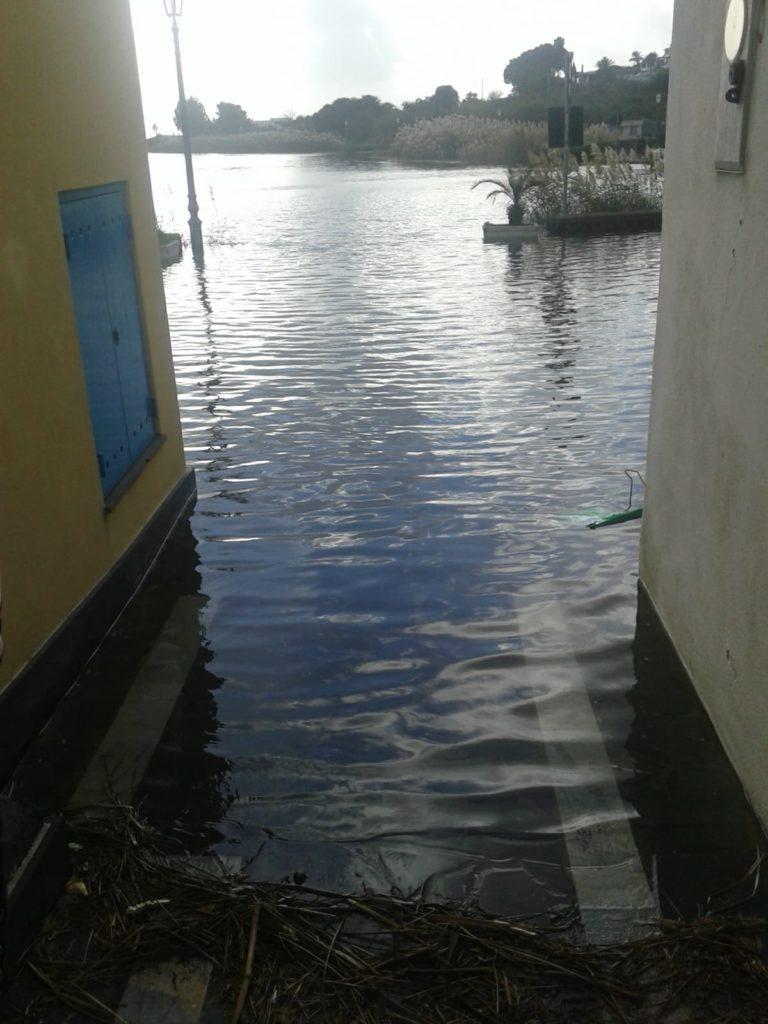 Salina : le mareggiate a Malfa , il laghetto di Santa Marina 1