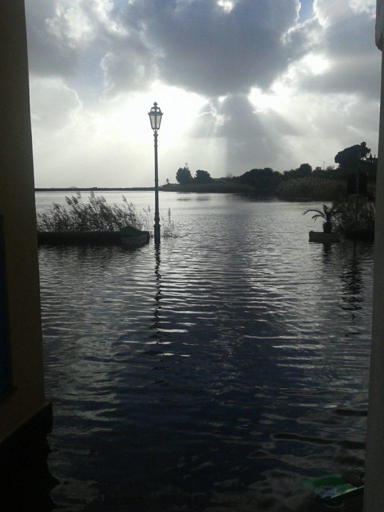 Salina : le mareggiate a Malfa , il laghetto di Santa Marina