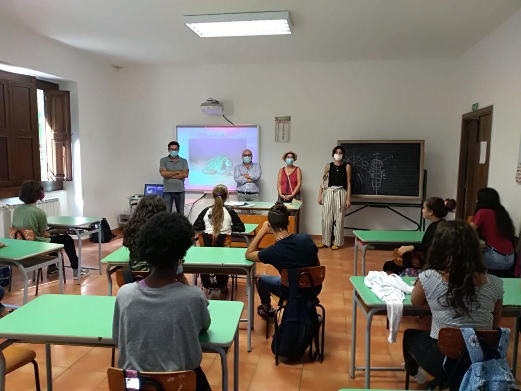ImpariAmo il mare : a scuola di educazione ambientale anche a Salina