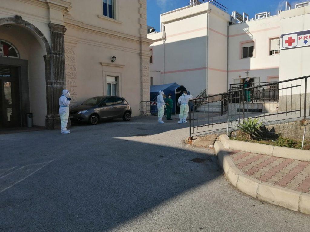Lipari, due presunti casi Covid e una sola ambulanza