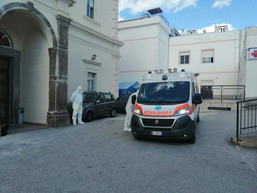 Lipari: positivo al Covid in attesa dell'elicottero e di un centro attrezzato, unica ambulanza occupata
