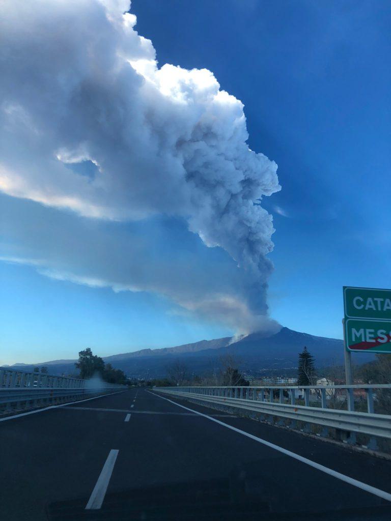 Etna : nube eruttiva alta 6 km