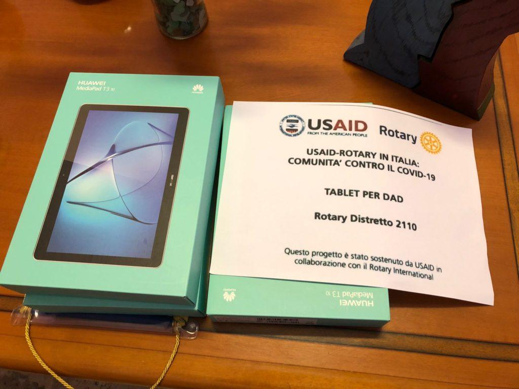 Rotary club dona tre tablet all'I.I.S. Conti