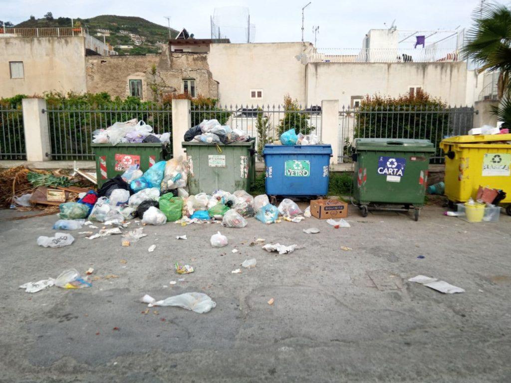 """Coscione, raccolta rifiuti: """"tiriamo fuori un po' di dignità e prendiamoci le nostre responsabilità"""""""