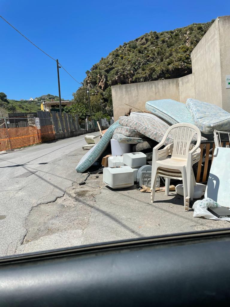 Canneto dentro, Mimmo Fonti: cimitero abbandonato e area esterna depositi rifiuti 1
