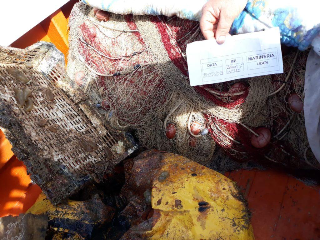 Marevivo forma i pescatori siciliani per ripulire il mare dai rifiuti