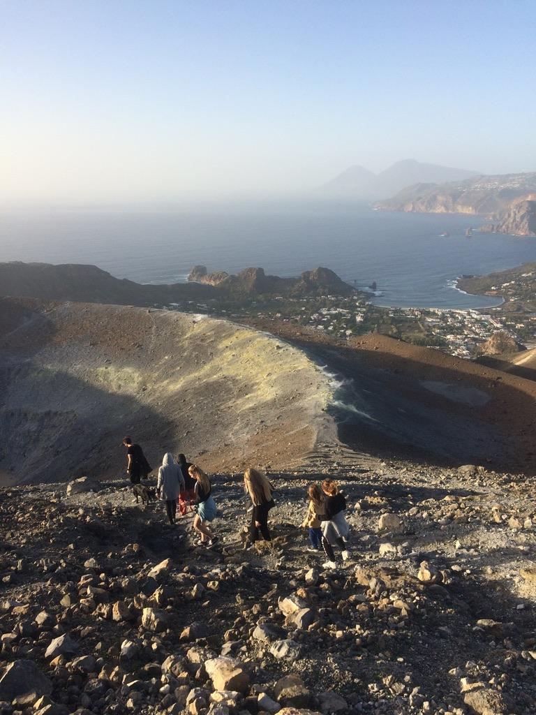 Vulcano, un'isola di possibilità : incontri con artisti, scienziati e documentaristi 1
